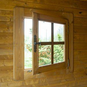 Dettaglio finestra aperta casetta Rustica