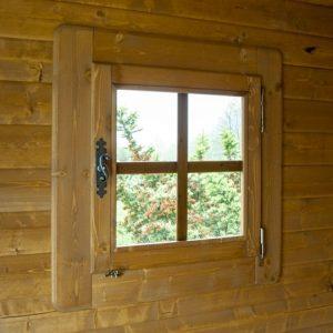 Dettaglio finestra chiusa rustica
