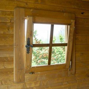 Dettaglio finestra ribalta casetta Rustica