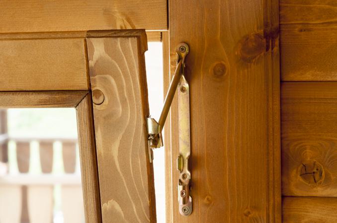 Casetta in legno 4x3 rustica - Smontare maniglia finestra senza viti ...
