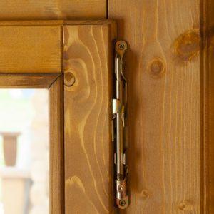 Dettaglio chiusa anta finestra casetta Rustica