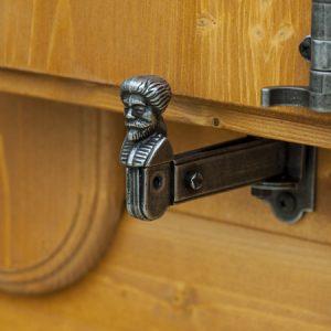 Dettaglio fermascuri casetta Rustica