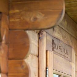 Dettaglio scritta su casetta Rustica