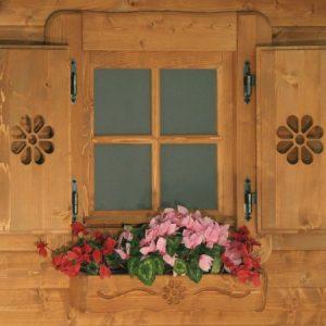 Dettaglio balconi e fioriera