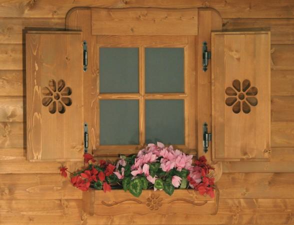 Casetta in legno con porta doppia e finestra frontale - Fioriere per davanzale finestra ...