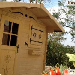 casetta in legno con balconi