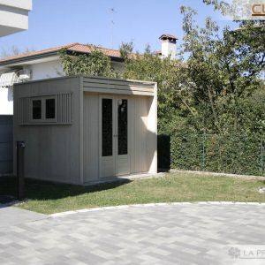 Casetta da giardino moderna ed elegante, perfetta per arricchire il tuo giardino in maniera funzionale.