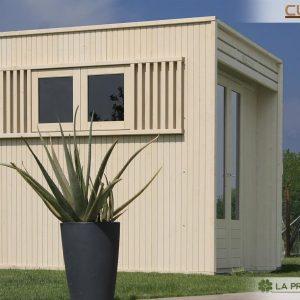 Questa casetta in legno dotata di finestra laterale scorrevole rende davvero interessante il vostro giardino e soprattutto si presta come utilissima struttura multifunzionale