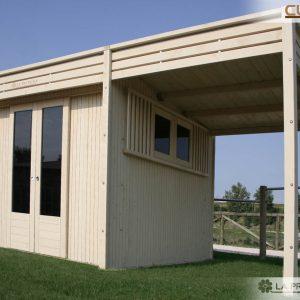 Aggiungere un porticato alla vostra casetta può essere davvero l'idea vincente per sfruttare lo spazio del vostro giardino al meglio, o creare una struttura suggestiva.