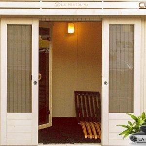 Dettaglio di una casetta modello Cubo pensata per accogliere al suo interno una sauna finlandese.