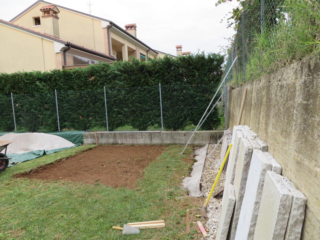 Realizzare un basamento per casette di legno - Pavimentazione giardino senza cemento ...