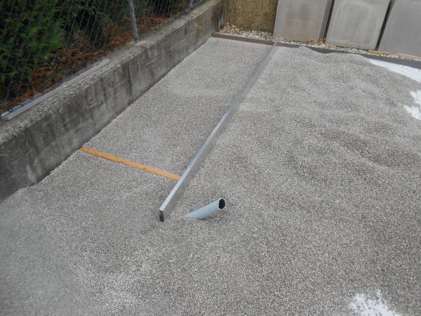 Fondamentale il livellamento della ghiaia per creare una superficie uniforme.