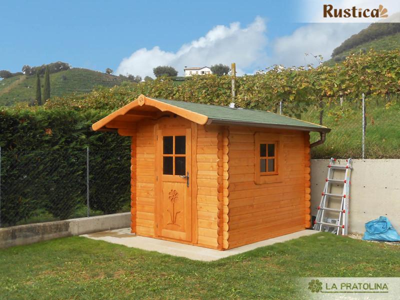 Casetta in legno con porta doppia e finestra frontale for Terreno con casetta in legno