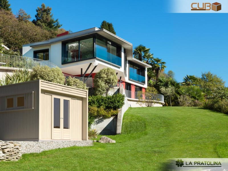 Casetta moderna in giardino villa la pratolina for Case architettura moderna