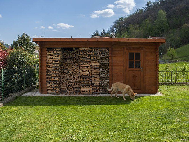Casetta con legnaia tetto ad una falda