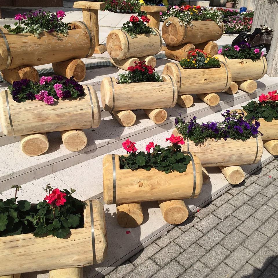 Fioriera di tronco in legno di larice la pratolina for Fioriere fai da te in legno