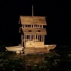 casetta galleggiante sul lago
